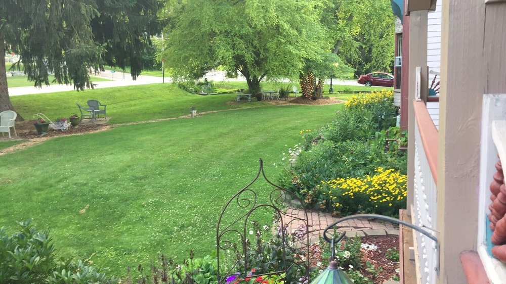 Historic Scanlan House Bed & Breakfast: 708 Parkway Ave S, Lanesboro, MN