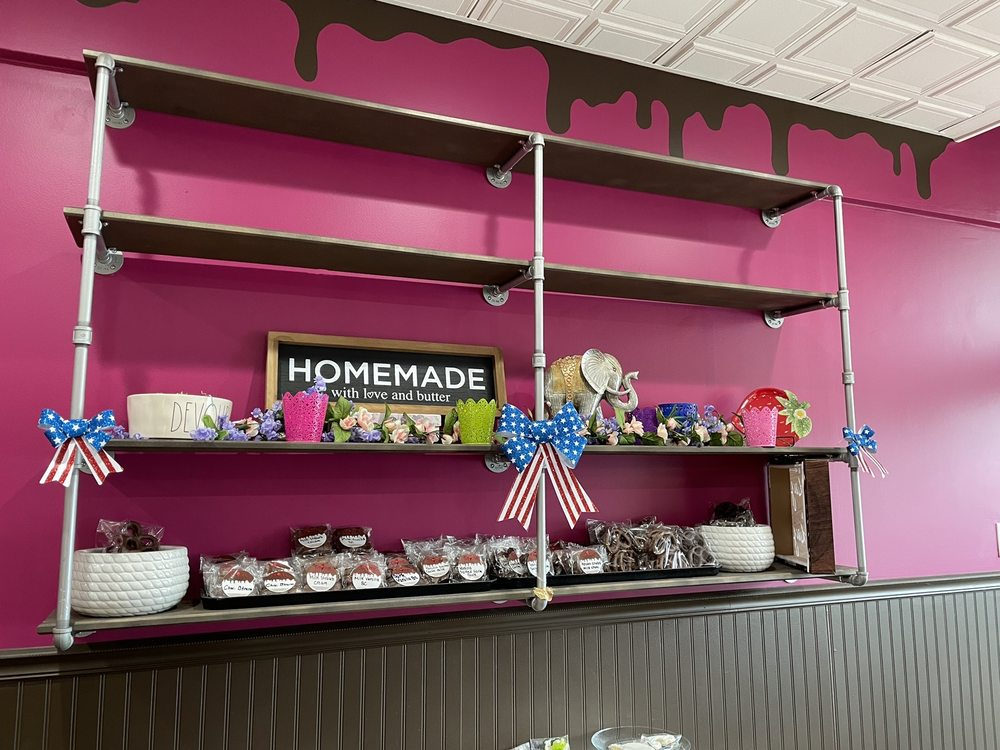 Devour Desserts Delco: 4928 Pennell Rd, Aston, PA