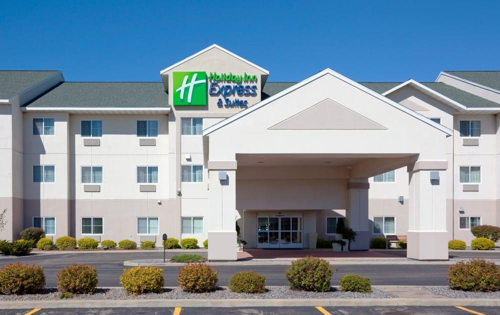 Holiday Inn Express & Suites Stevens Point: 1100 Amber Ave, Stevens Point, WI