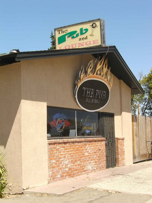 The Pub & Lounge: 1305 N Main St, Manteca, CA