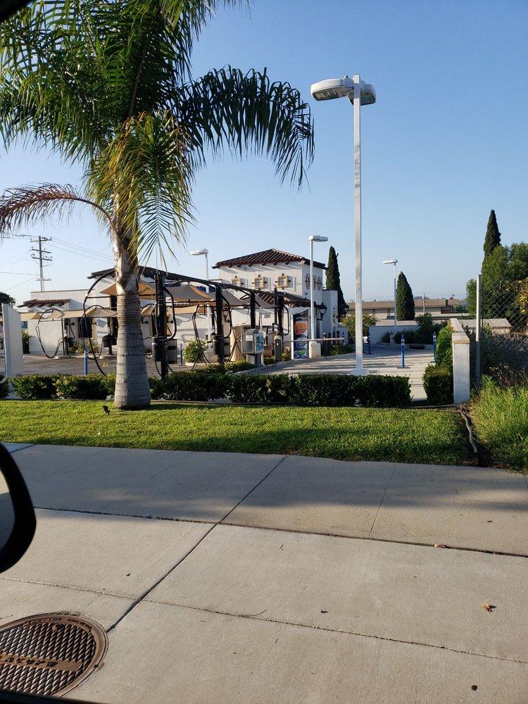 Lightning Express Wash: 100 W Whittier Blvd, La Habra, CA