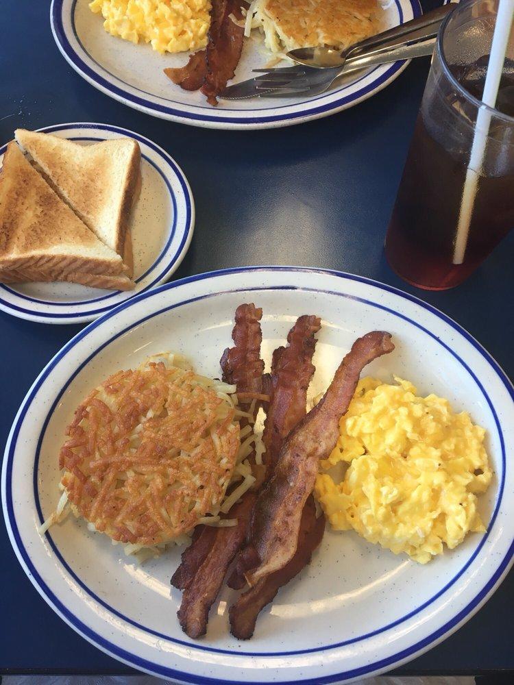 3 Squares Diner: 1204 S Martin Luther King Jr Blvd, Americus, GA