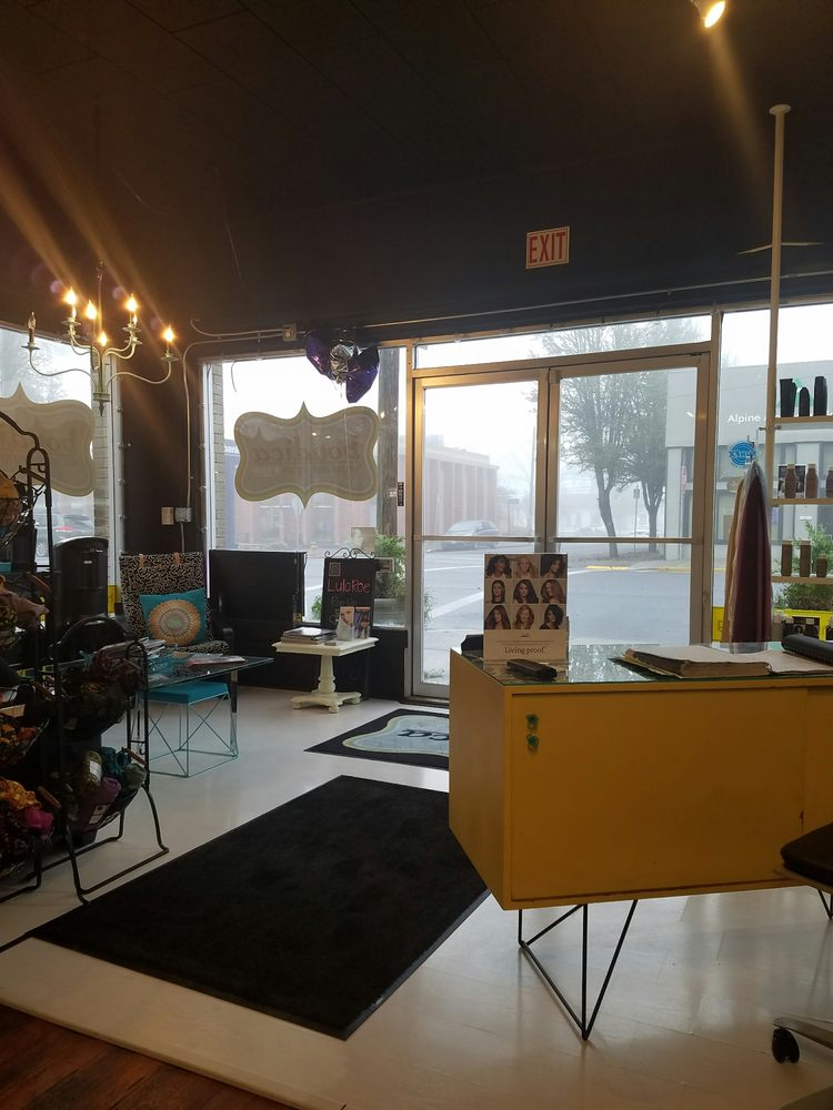 Boudica Salon & Spa: 189 W 6th Ave, Junction City, OR