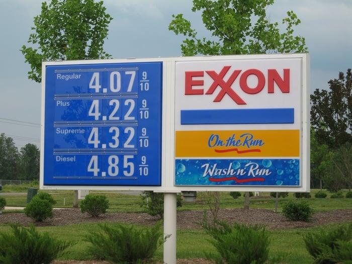 Overland Exxon/On The Run: 23501 Overland Dr, Dulles, VA