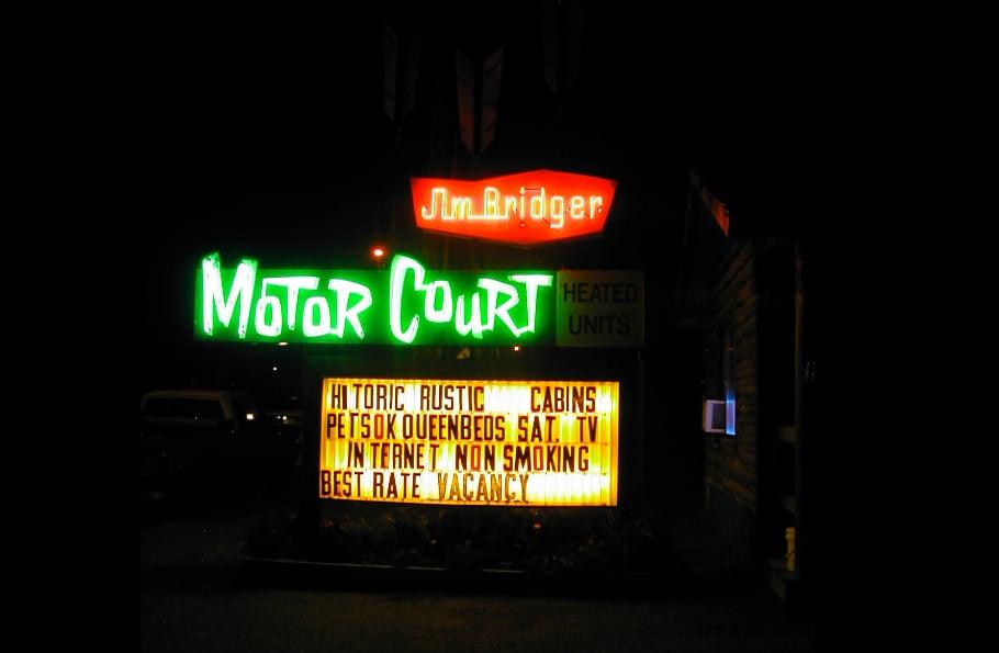 Jim Bridger Cabins: 901 Scott St, Gardiner, MT