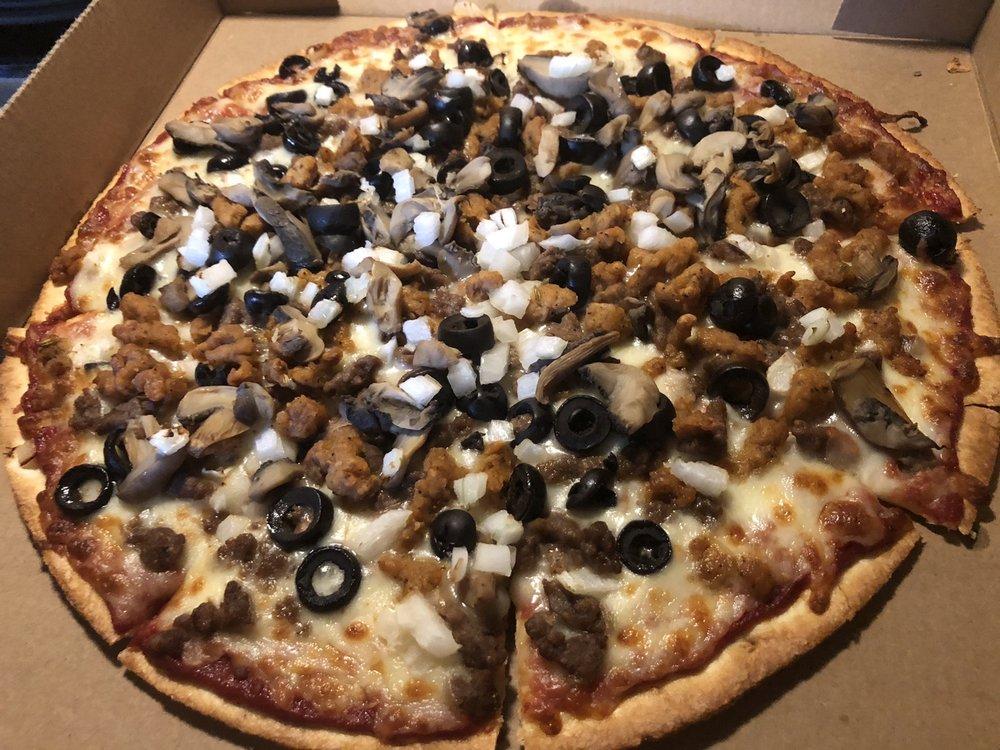 Breadeaux Pizza: 202 Highway 62 E, Yellville, AR