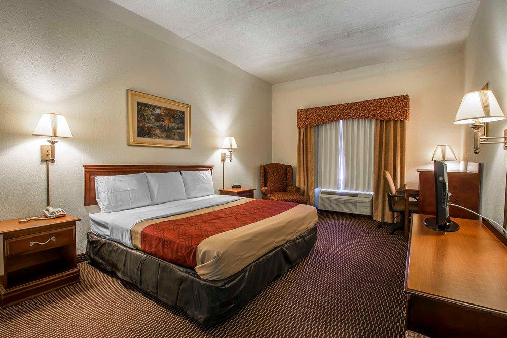 Econo Lodge Inn & Suites: 2196 Post Oak Lane, Marianna, FL