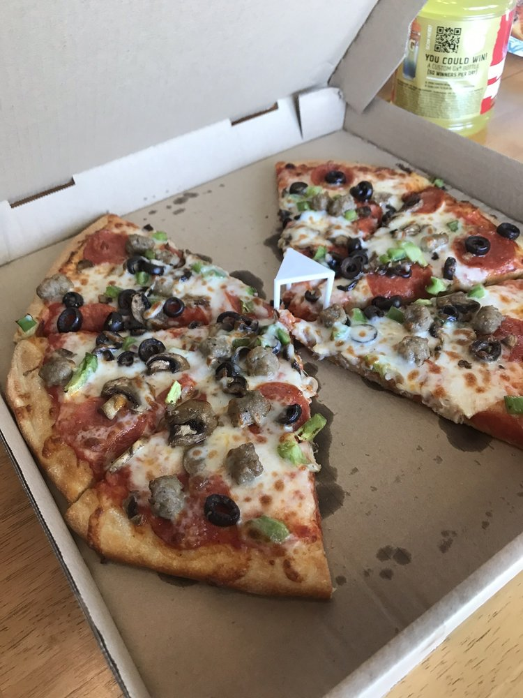 Fat Cat Pizza: 16261 Hwy 101 S, Brookings, OR