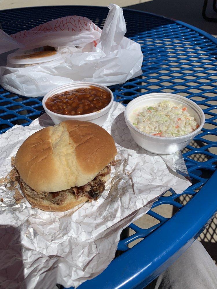 Tub Creek BBQ Express: 102 W Berry St, Hamilton, MO