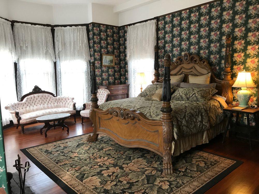 Grand Gables Inn: 603 Emmett St, Palatka, FL