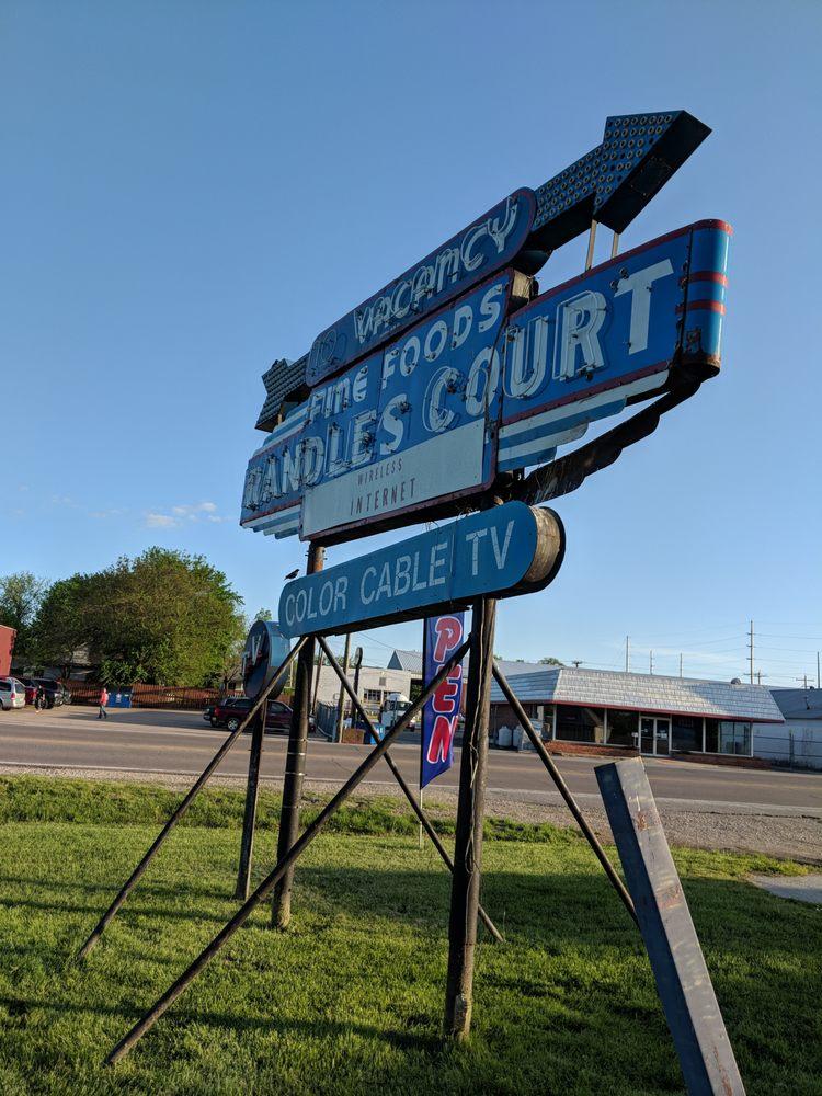 Randles Court: 407 E 4th St, Eldon, MO