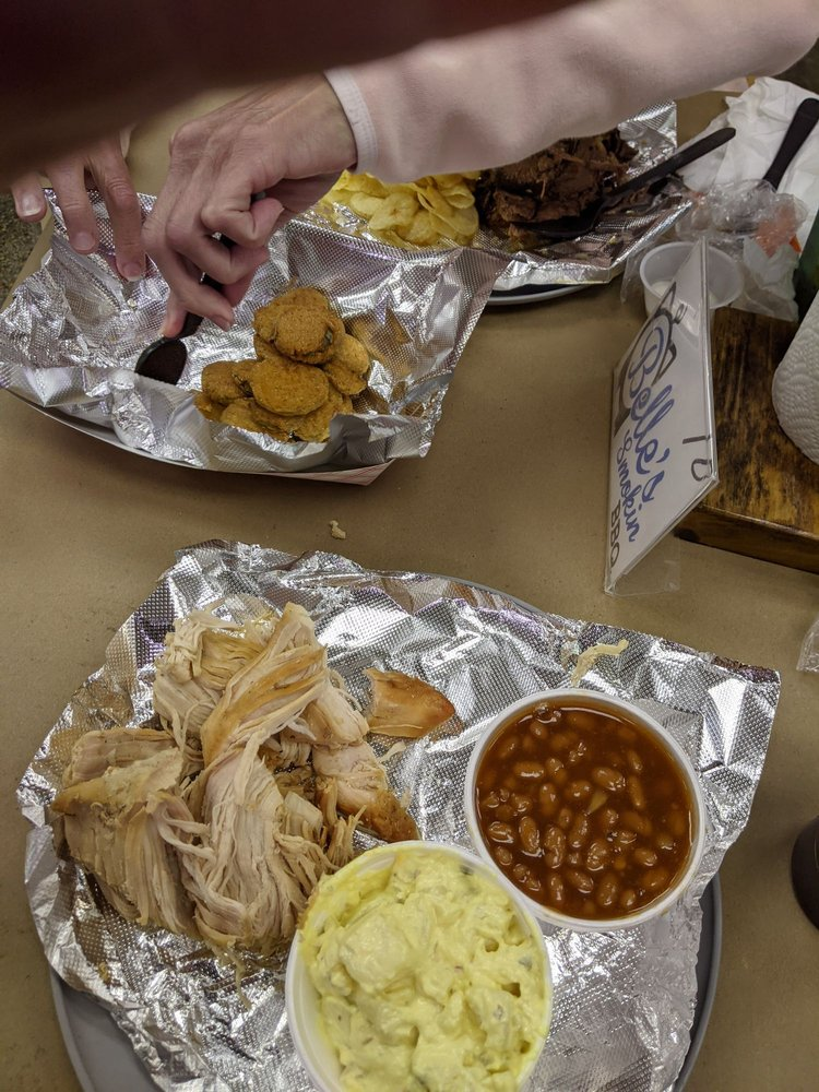 Belle's Smokin BBQ: 112 N Main St, Williamstown, KY