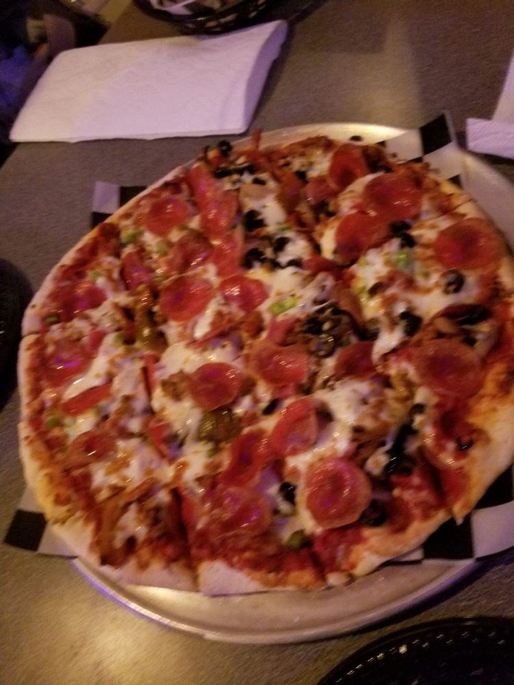 Corigliano's Pizzeria: 701 N Lincoln St, Knoxville, IA