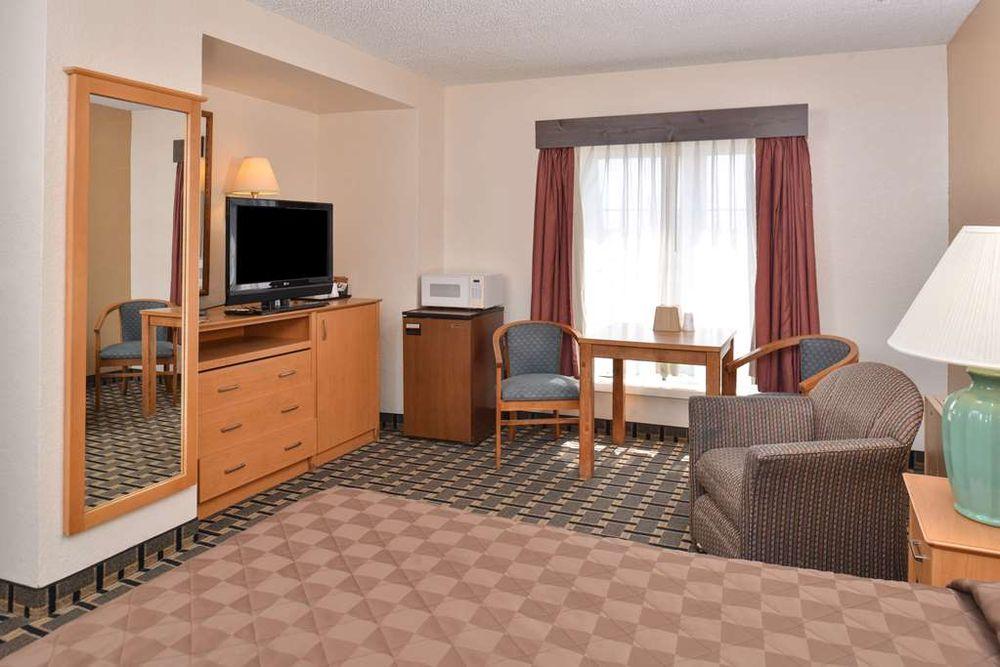 Americas Best Value Inn & Suites St. Cloud: 520 Highway 10 South, St. Cloud, MN