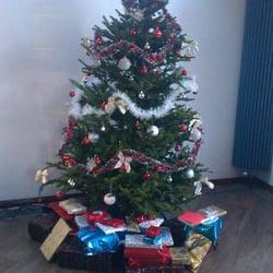 photo of good elf london united kingdom how a 7ft tree should look