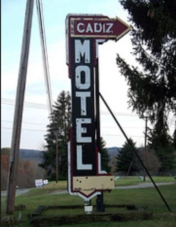 Cadiz Motel: 45111 Cadiz Harrisville Rd, Cadiz, OH