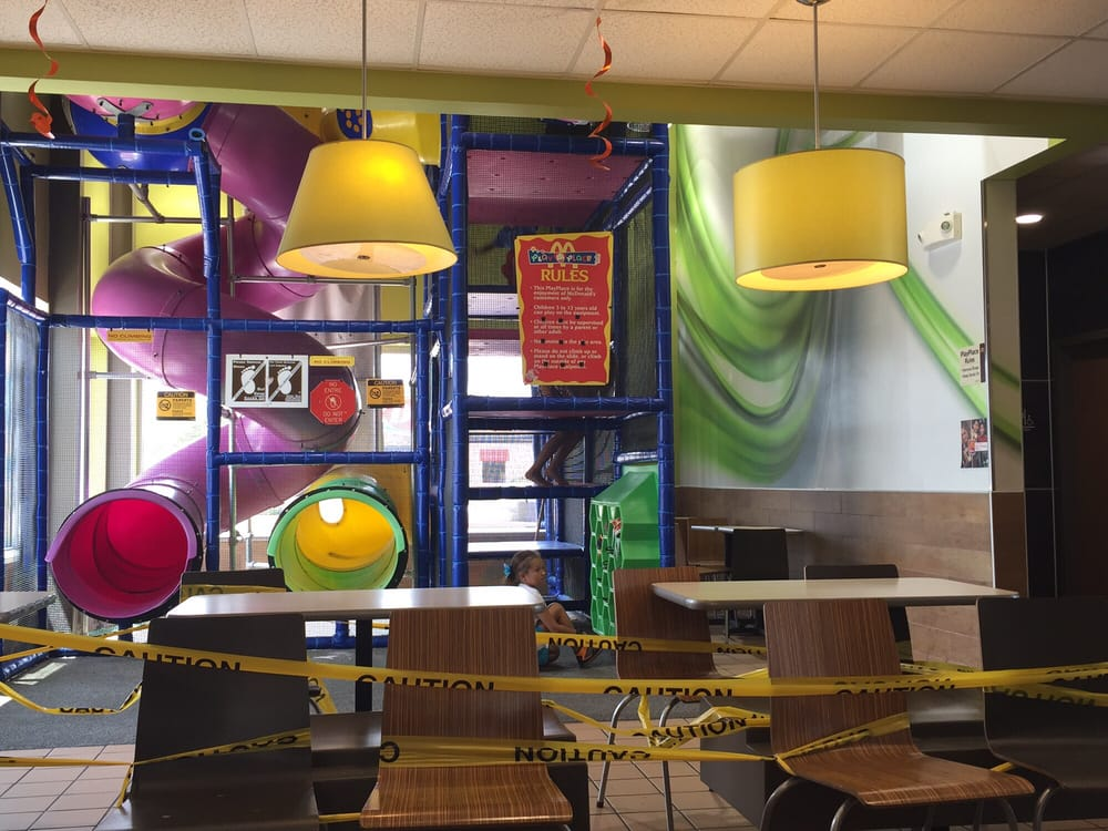 McDonald's: 503 N 1st St, Carrizo Springs, TX