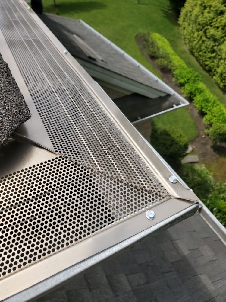 Central Islip Gutter Clean and Repair: Central Islip, NY