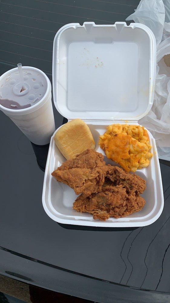 Larkin's Restaurant & Deli: 1104 4th Ave, York, AL