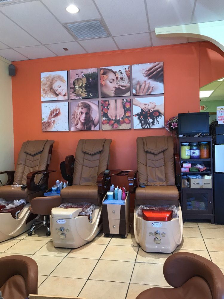 Golden Nails & Hair: 1021 N Hwy 89, Chino Valley, AZ