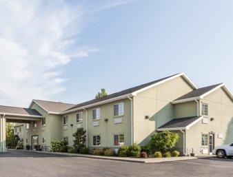 Days Inn by Wyndham Central City: 640 South 2nd Street, Central City, KY