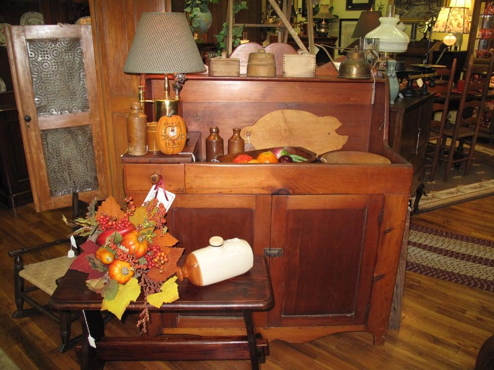 The Antique Market: 305 Market St, Clinton, TN