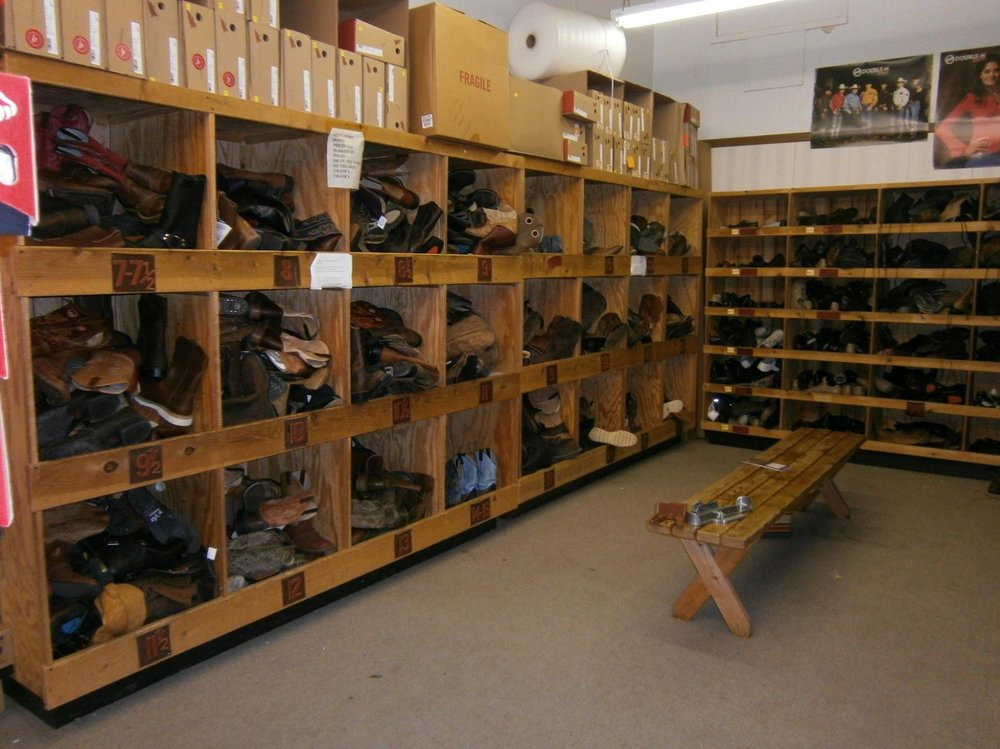 Frank's Shoe Repair: 943 3rd Ave, Windom, MN
