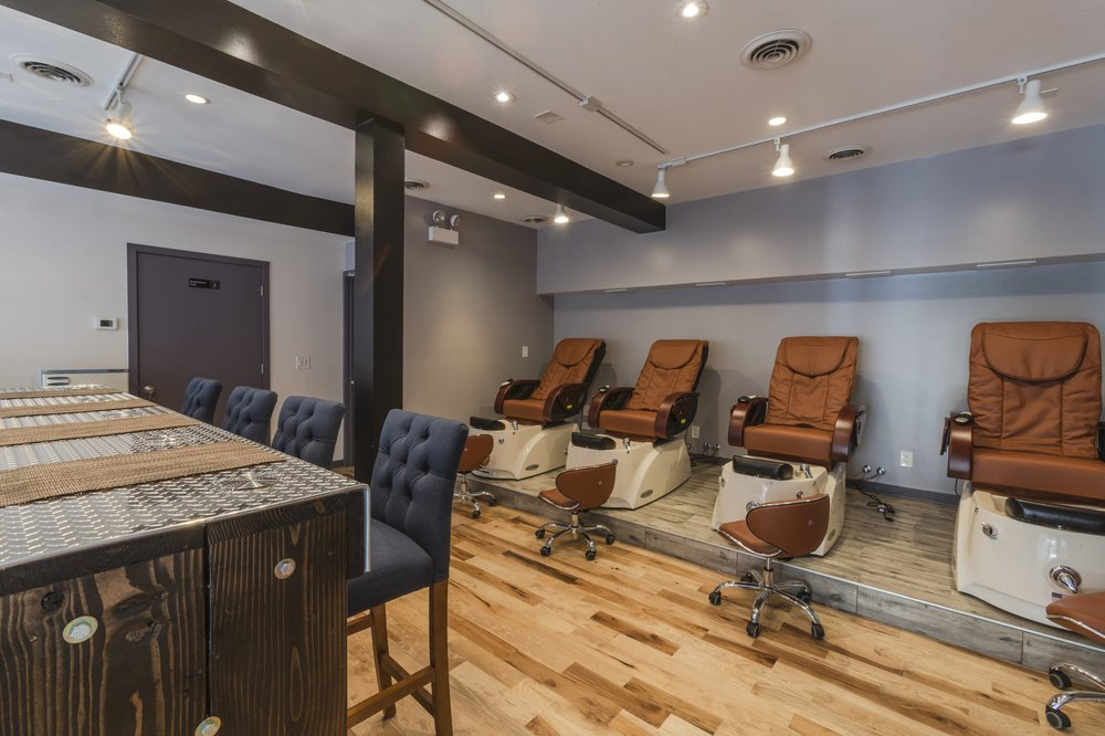 Sapphire Nail Salon: 3011 N Broadway, Chicago, IL
