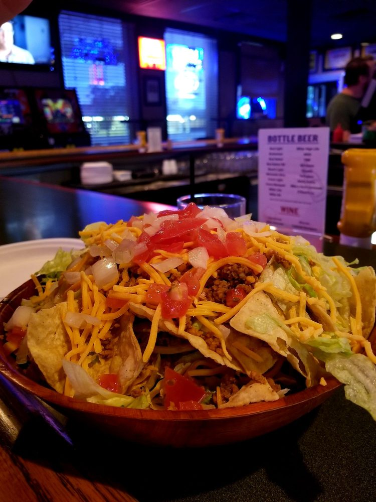 Jumpers Sports Bar & Grill: 2600 Dodge St, Dubuque, IA