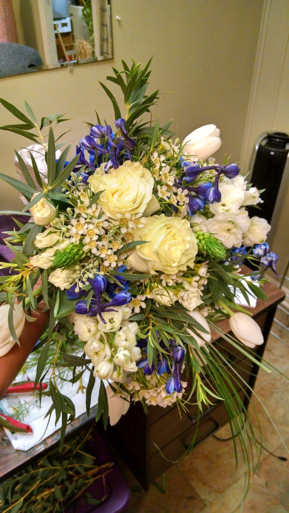 Anahuac Florist: 810 Miller St, Anahuac, TX