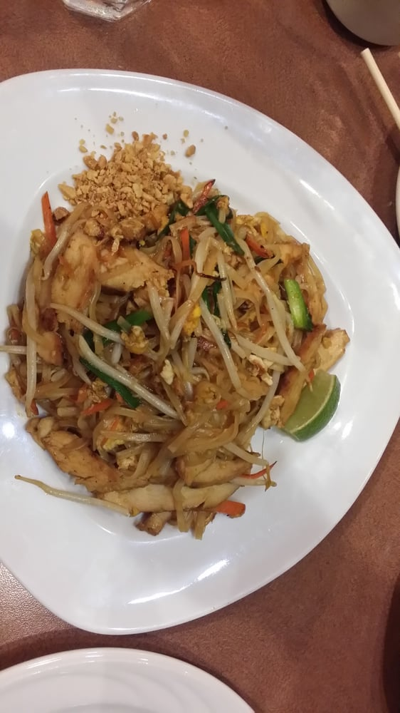 Classic pad thai with chicken - Yelp