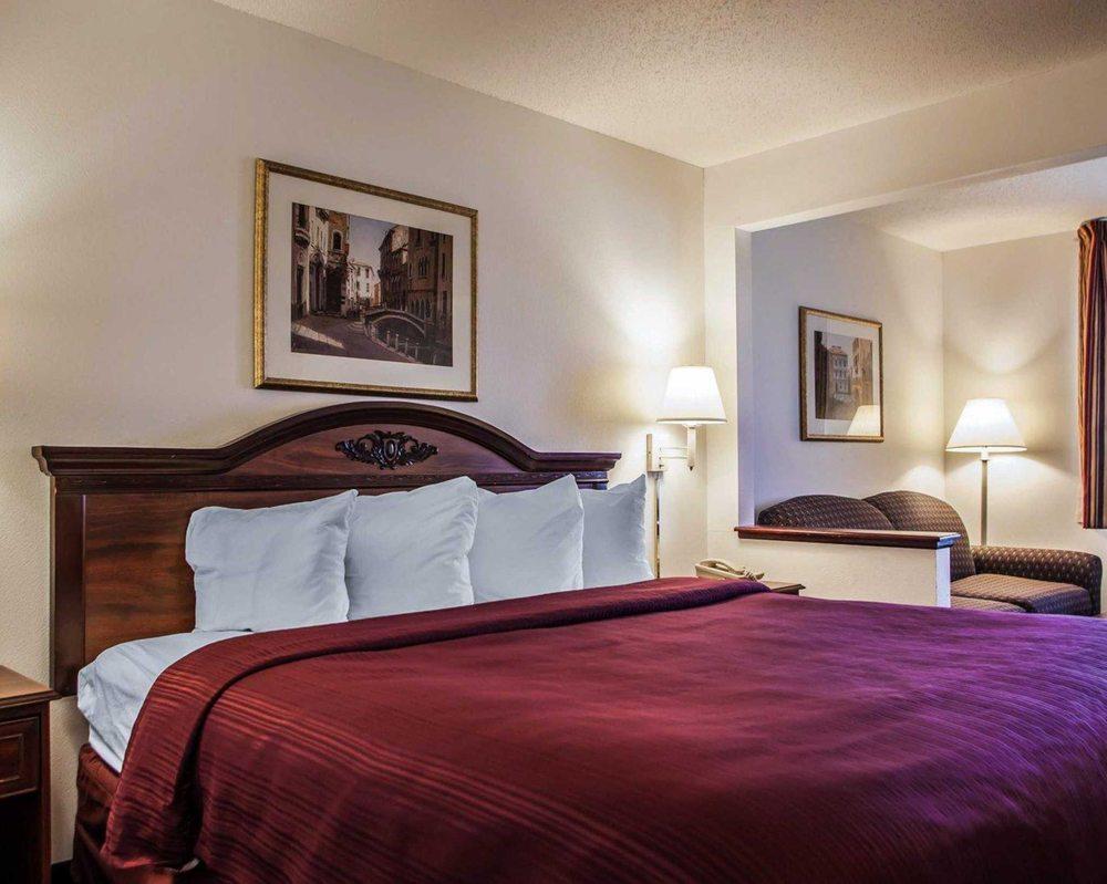 Photo of Quality Inn & Suites Eldridge Davenport North: Eldridge, IA