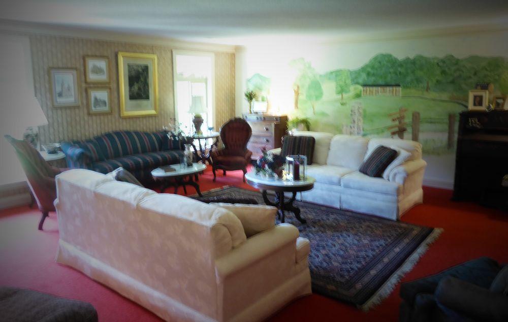 Cascade Hollow Lodge B & B: 2232 Cascade Hollow Rd, Normandy, TN