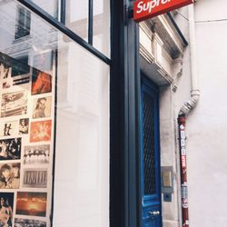 Supreme - 13 Photos   16 Reviews - Sports Wear - 20 rue Barbette ... 8a968d301627
