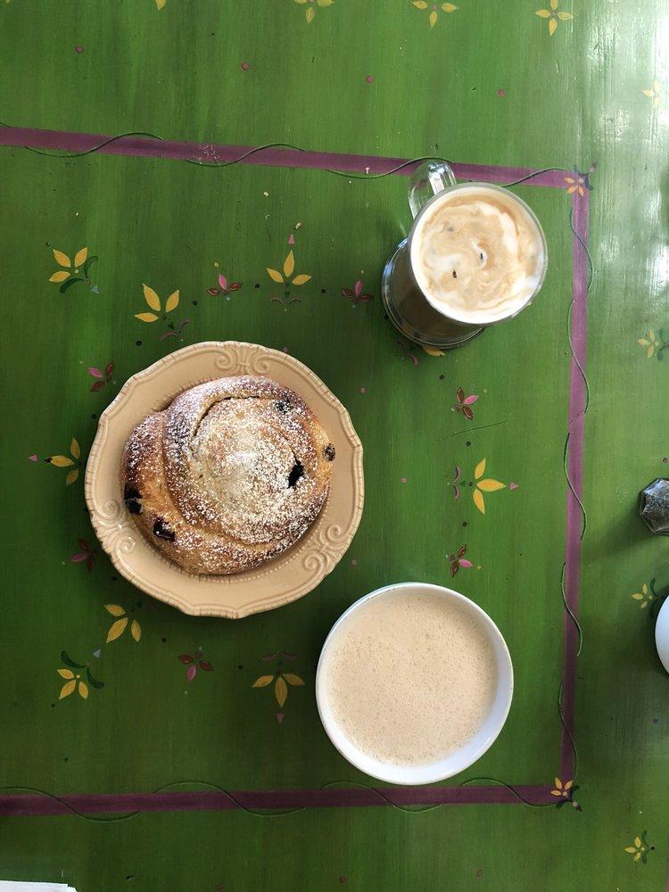 Wild Goose Bakery Cafe: 18 E Carmel Valley Rd, Carmel Valley, CA
