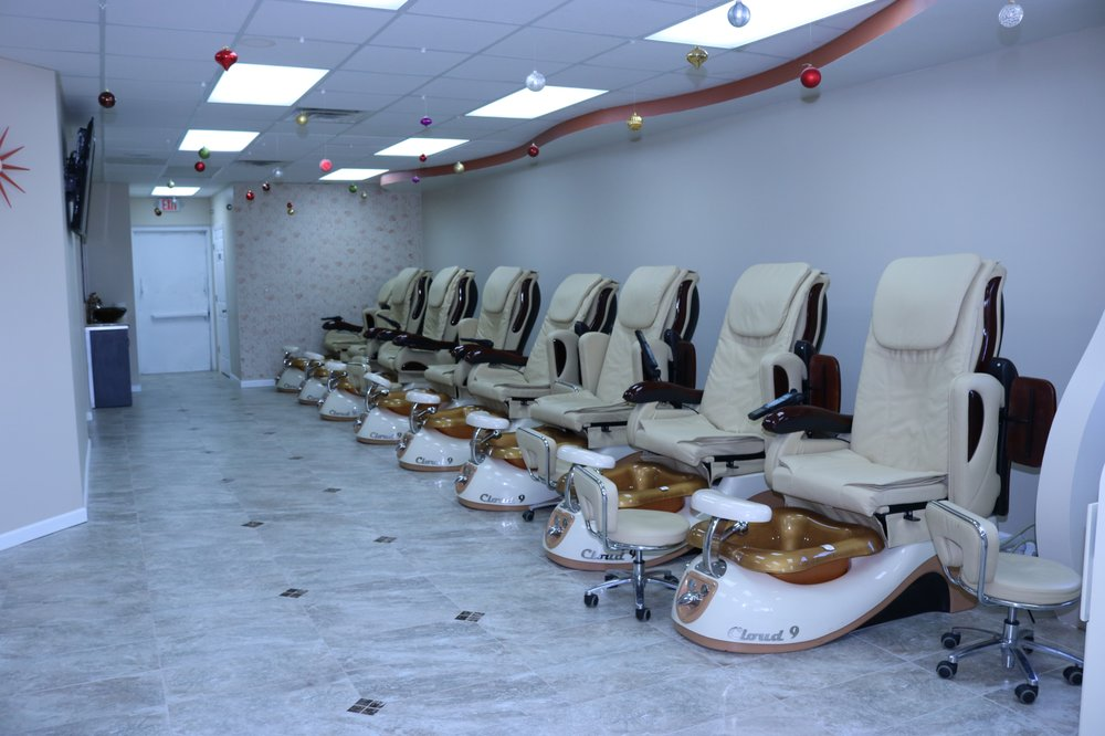 Luxury Spa & Nails: 217 S Green River Rd, Evansville, IN