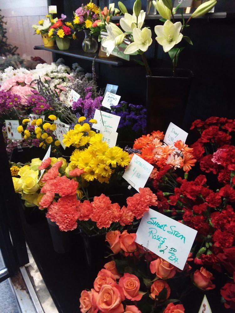 Lyle's Flowers & Greenhouses: 1109 W Cedar Ave, Gladwin, MI