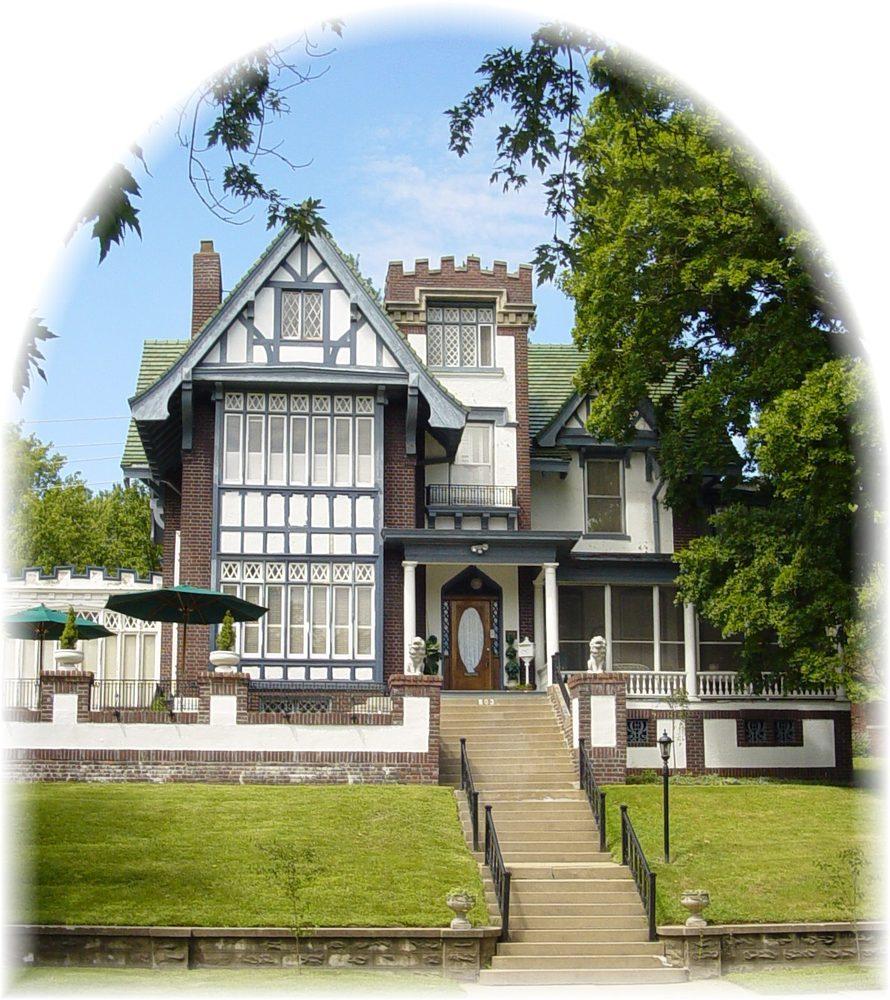 Mansion Grove Apartments: Tuck U Inn At Glick Mansion