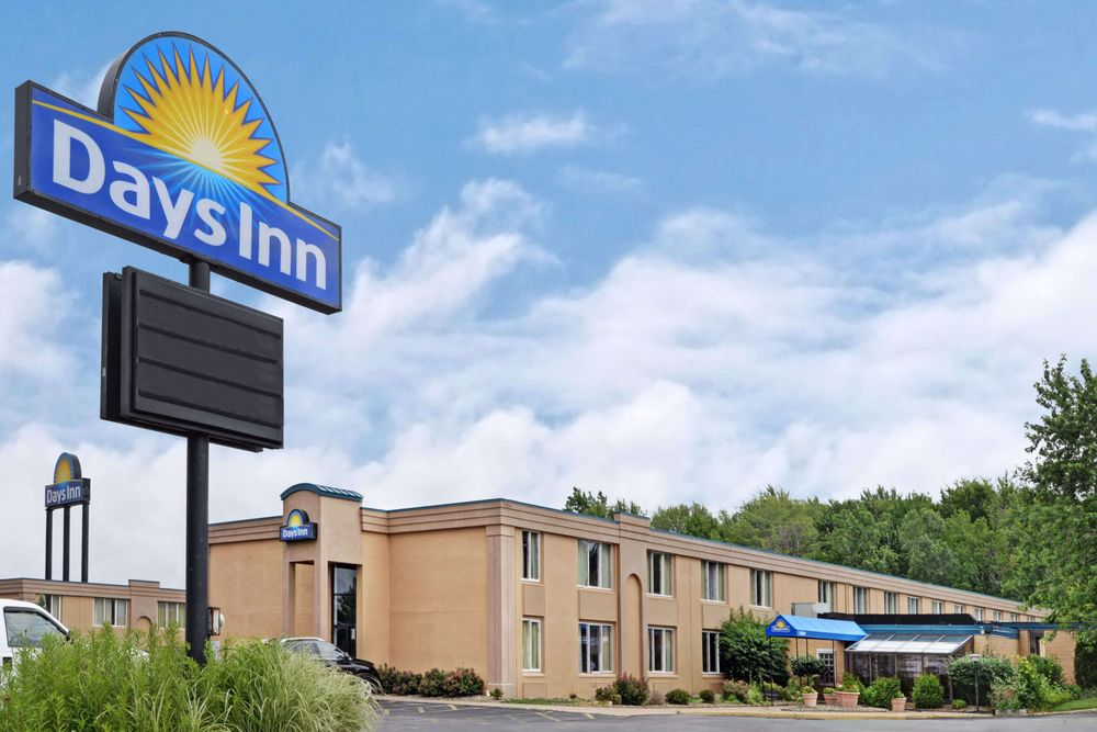 Days Inn By Wyndham Willoughby Cleveland 44 Photos 15 Reviews Hotels 4145 State Route 306 Oh Phone Number Yelp