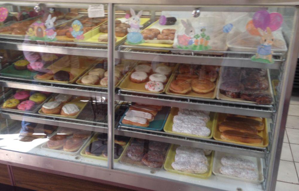 Rod's Donut Shop: 208 N Main St, Uhrichsville, OH