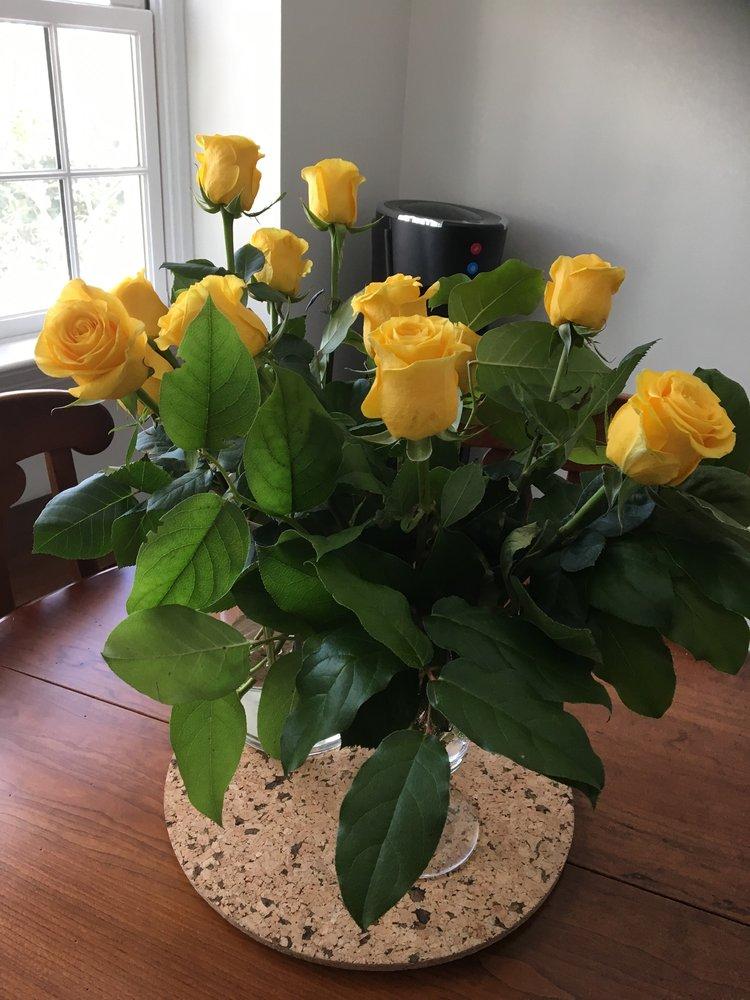 Sunnywoods Florist: 251 Main St, Chatham, NJ