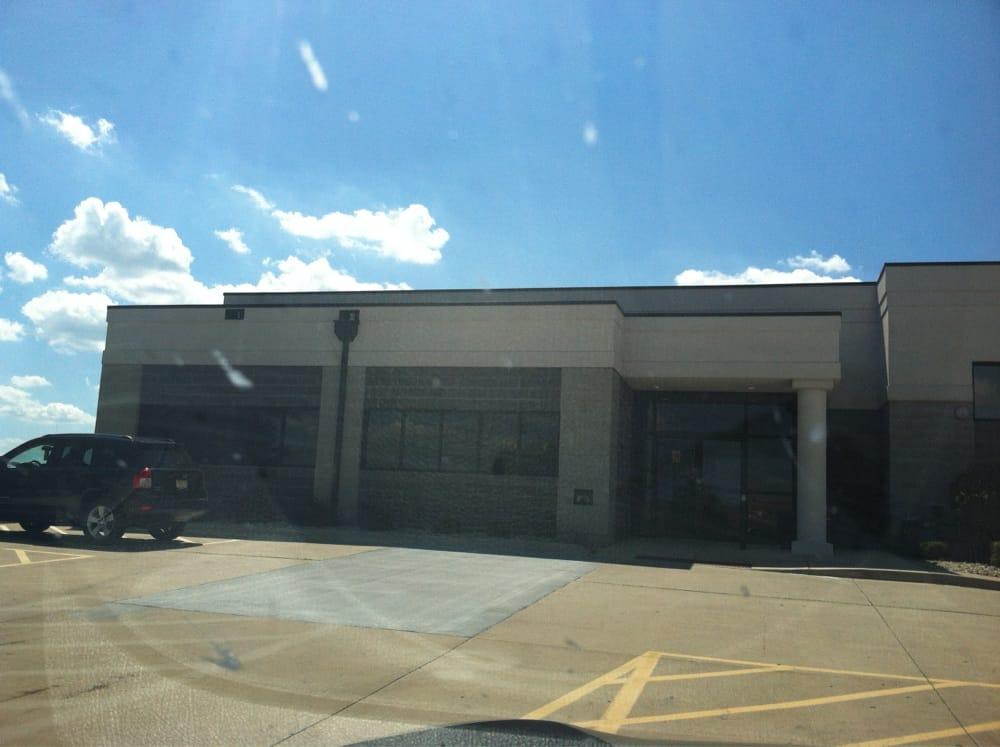 Sports Enhancement Center: 2406 E Empire St, Bloomington, IL