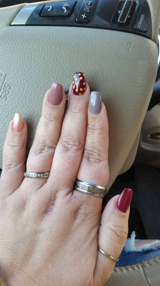 Elegant Nails: 403 E Royalton Rd, Broadview Heights, OH