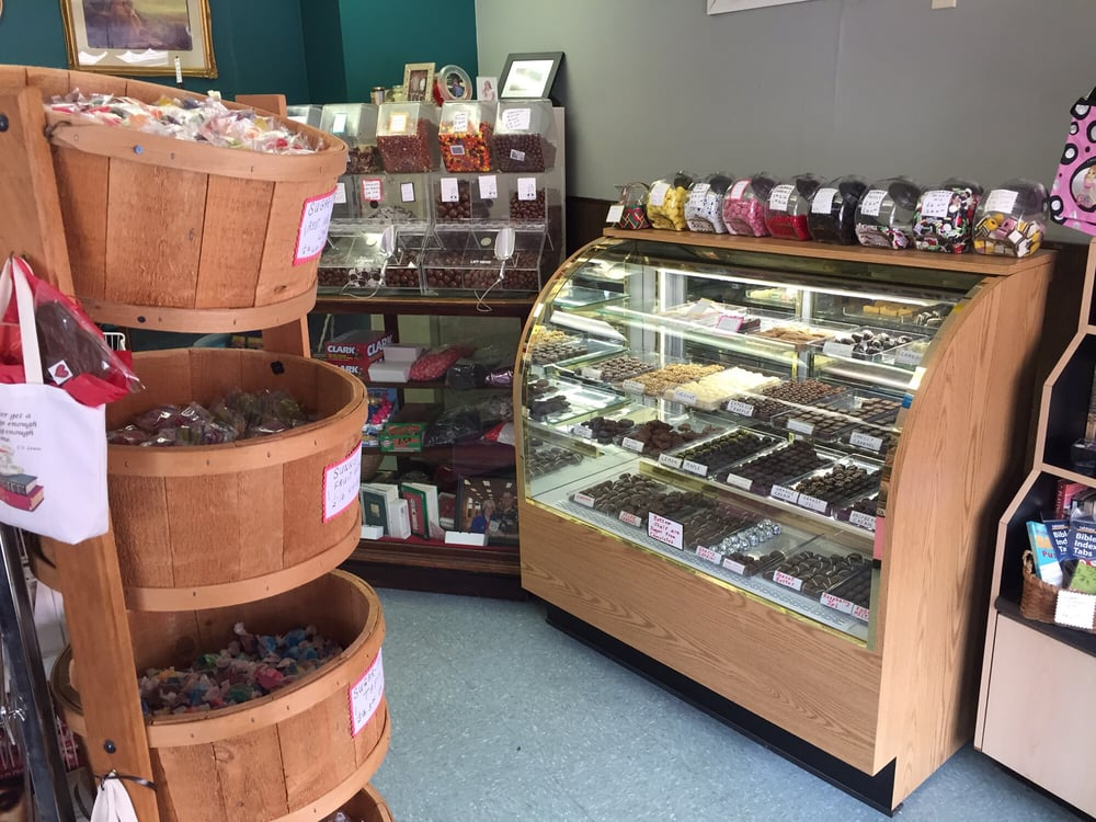 Candy Break: 208 Market St, Brookville, OH