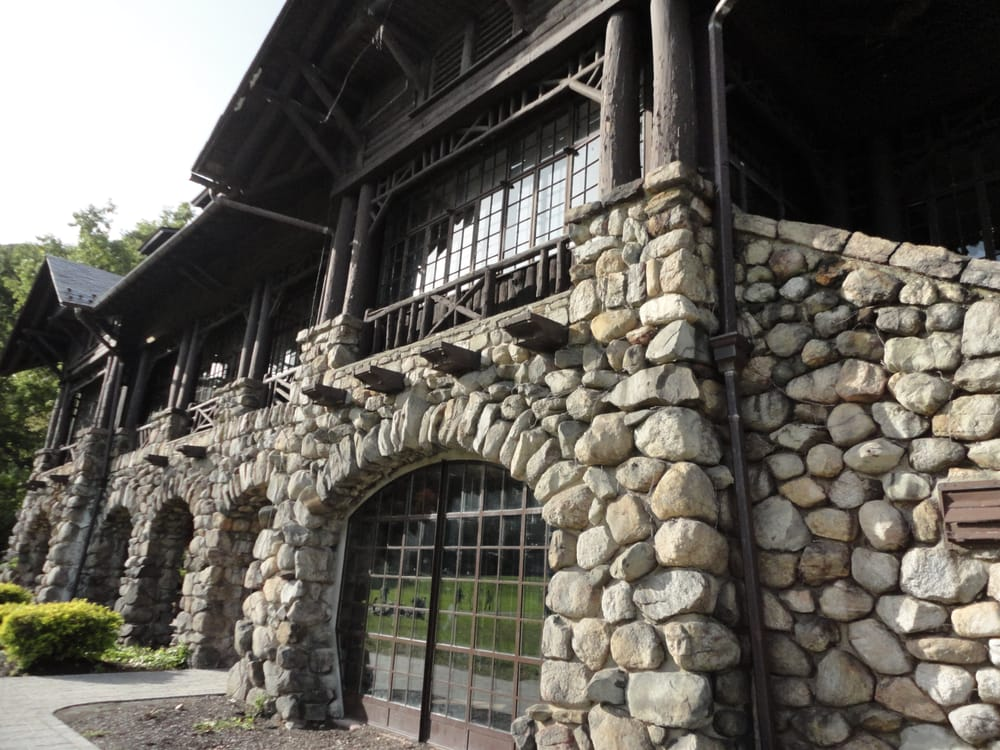 Bear Mountain Inn: 55 Hessian Dr, Bear Mountain, NY