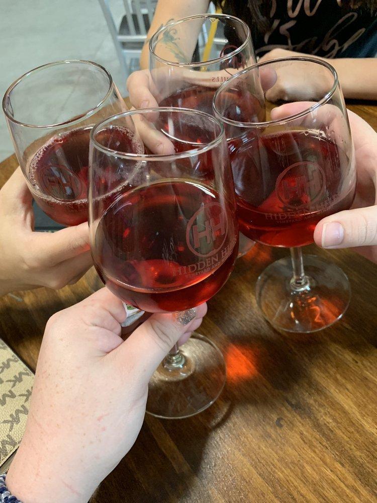 Hidden Hills Vineyard and Winery: 120 Hidden Dr, Knoxville, IL