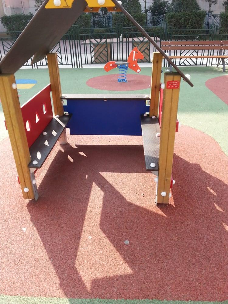 aire de jeux de la place flammarion playgrounds place flammarion 4 me arrondissement lyon. Black Bedroom Furniture Sets. Home Design Ideas