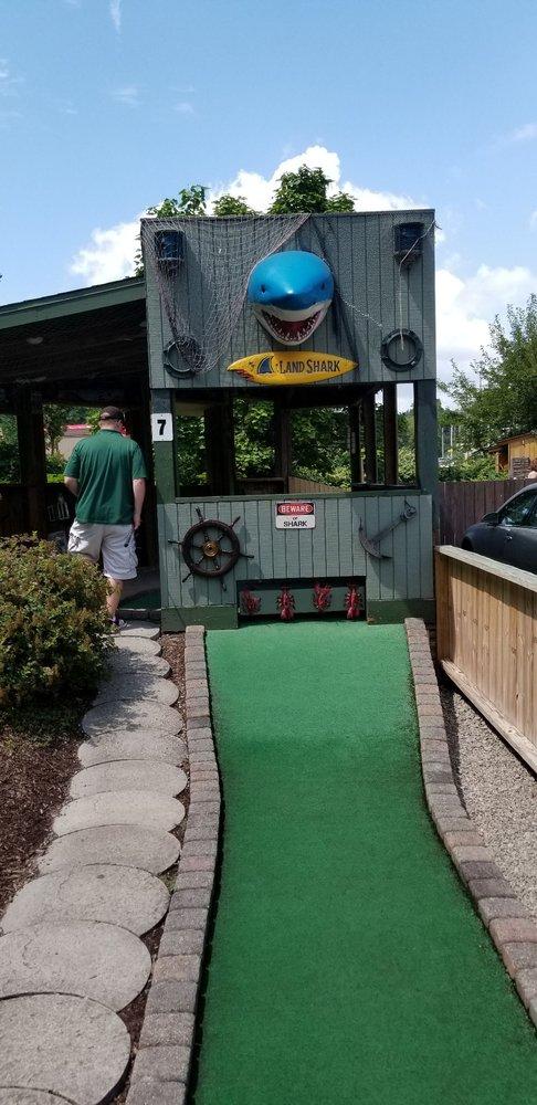 Kniess'miniature Golf
