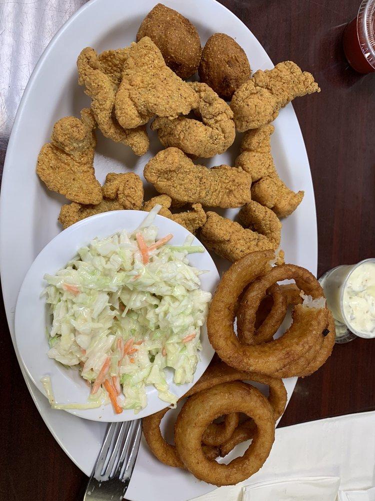 Ella's Cafe: 1738 State Hwy 31, Mt Calm, TX