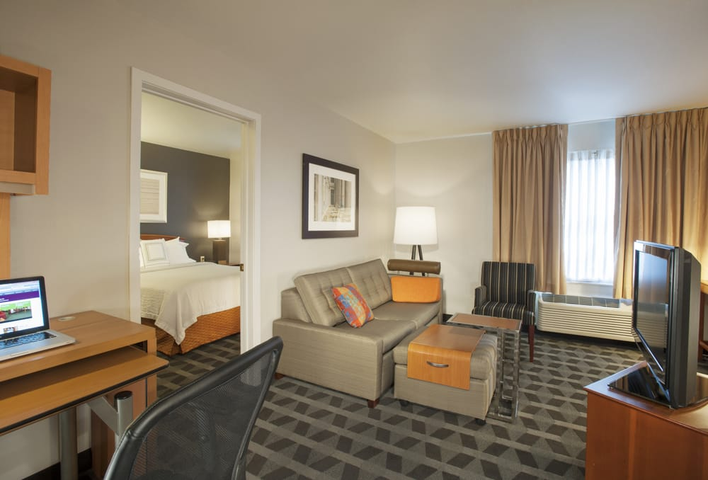TownePlace Suites by Marriott Dulles Airport: 22744 Holiday Park Dr, Sterling, VA